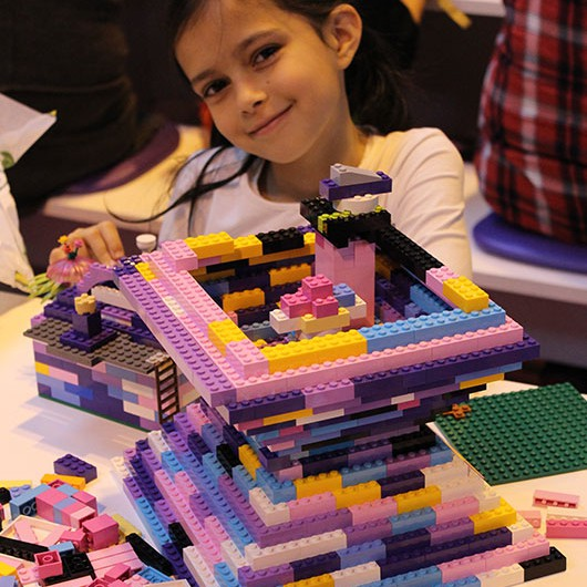 Girl-Playing-Lego