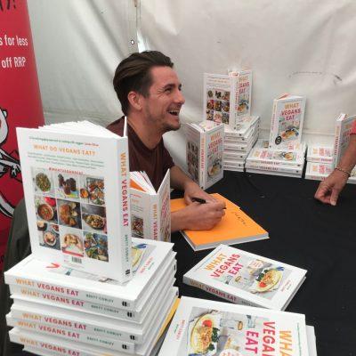 Brett book signing2